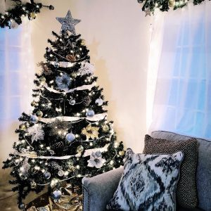 How to Decorate a Christmas Tree in 9 Quick Steps