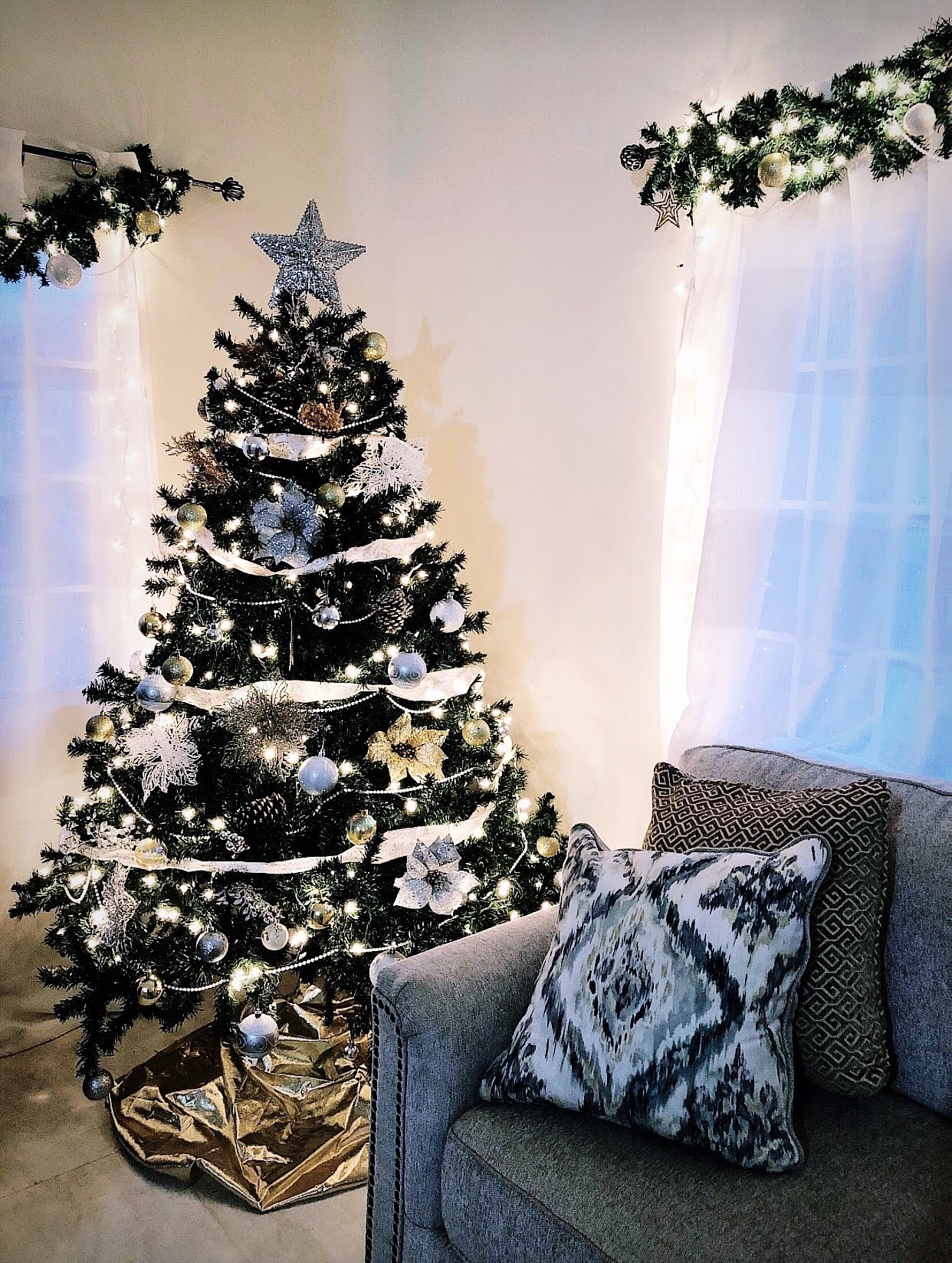 How to Decorate a Christmas Tree in 10 Quick Steps